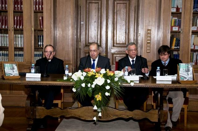 Mesa da Sessão. Da esquerda para a direita: Prof. D. Manuel Clemente, Dr. Jaime Gama, Prof. António Matos Ferreira e Mestre João Miguel Almeida
